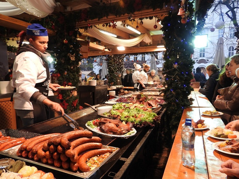 8 tips for healthy eating in a restaurant during the Christmas season